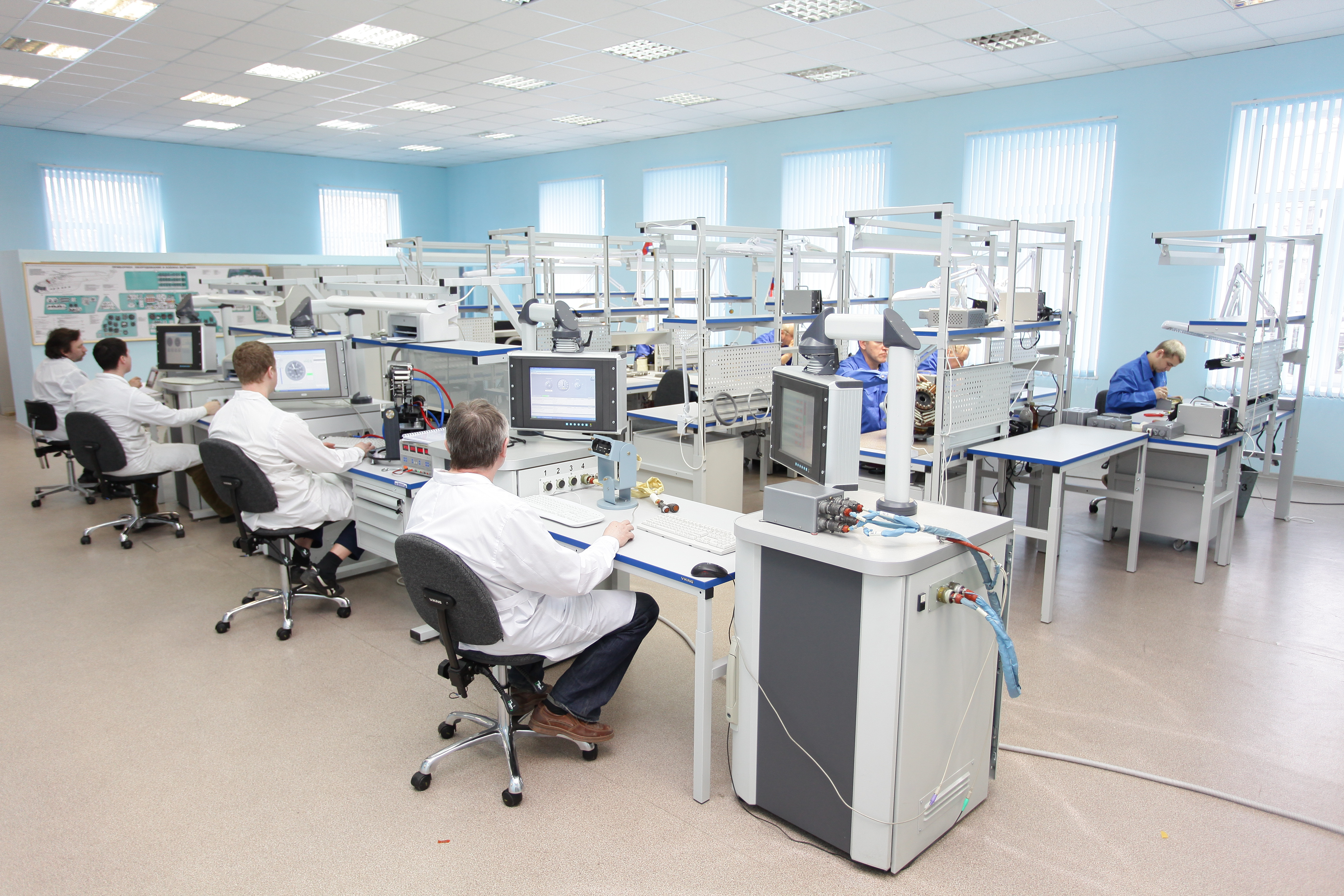 Производственные, лабораторные и офисные помещения должны быть оснащены необходимой мебелью.